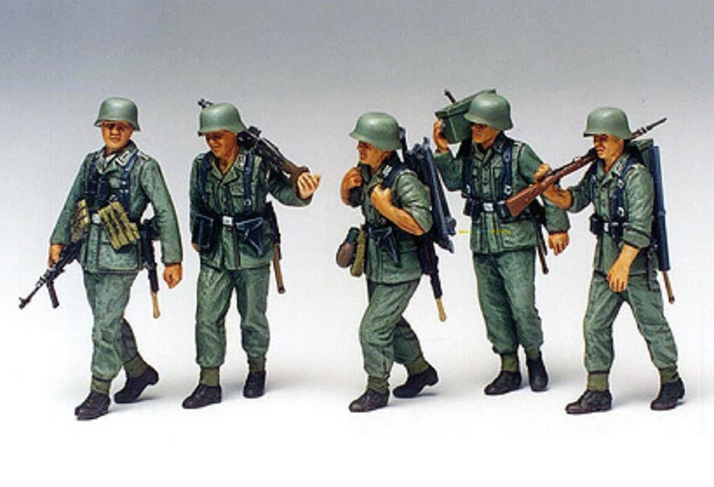 1:35 WWII Figuren-Set MG-Trupp im Manöver
