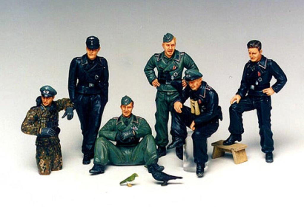 1:35 WWII Fig-Set Deutsche Panzer Besatzung